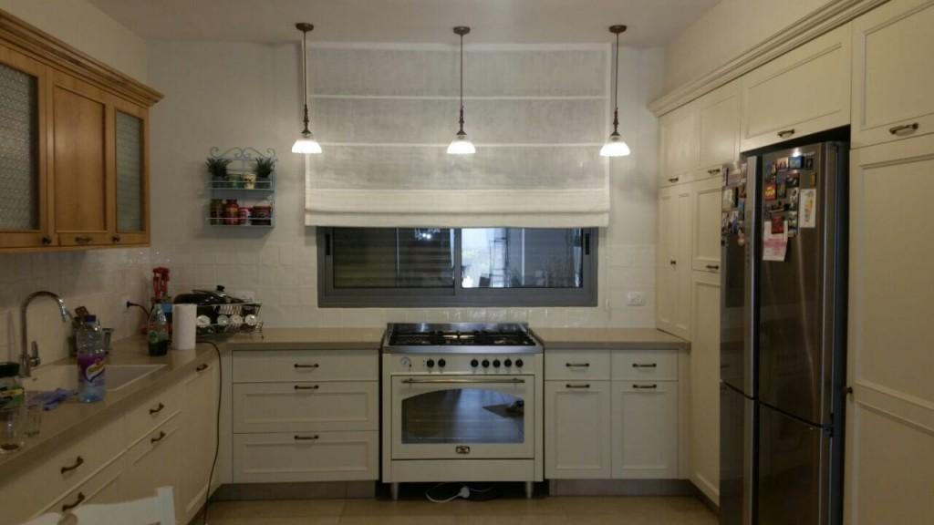 וילון רומי במטבח